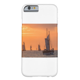 Capa Barely There Para iPhone 6 Windjammer na luz do por do sol