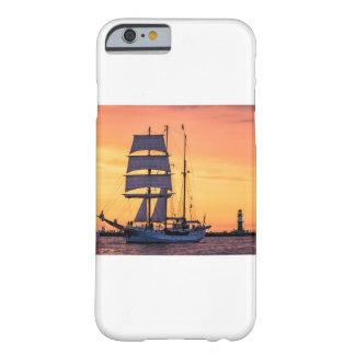 Capa Barely There Para iPhone 6 Windjammer no mar Báltico