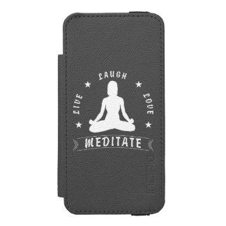Capa Carteira Incipio Watson™ Para iPhone 5 O amor vivo do riso Meditate o texto fêmea