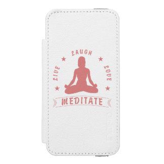 Capa Carteira Incipio Watson™ Para iPhone 5 O amor vivo do riso Meditate texto fêmea (o rosa)