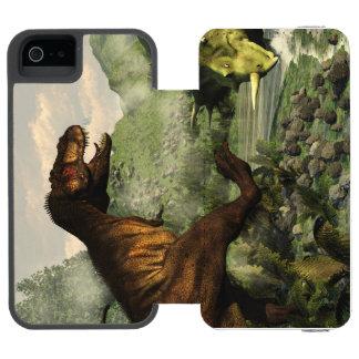 Capa Carteira Incipio Watson™ Para iPhone 5 Rex do tiranossauro que luta contra o
