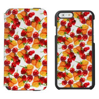 Capa Carteira Incipio Watson™ Para iPhone 6 Comida quente alaranjada das pimentas vermelhas