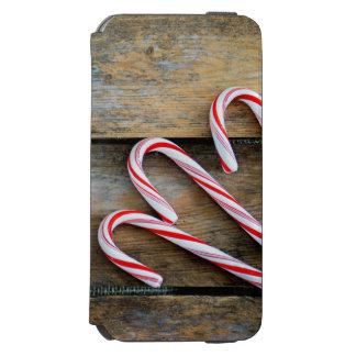 Capa Carteira Incipio Watson™ Para iPhone 6 Madeira rústica com os bastões de doces do Natal