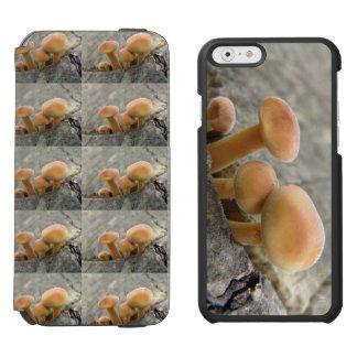 Capa Carteira Incipio Watson™ Para iPhone 6 Toadstools em uma caixa da carteira do iPhone do
