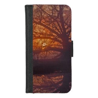 Capa Carteira Para iPhone 8/7 Refection nevoento do nascer do sol