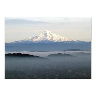 Capa da montagem com baixa névoa de encontro sobre convite 12.7 x 17.78cm