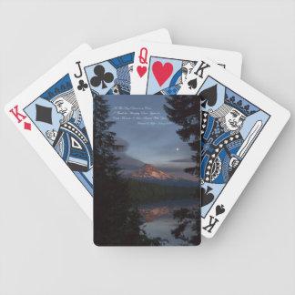 Capa da montagem sobre lago perdido - cartões de j baralhos de carta