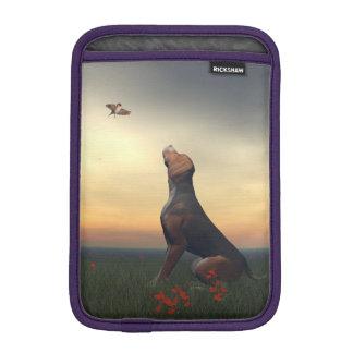 Capa De iPad Mini Cão tan preto que olha um vôo do pássaro