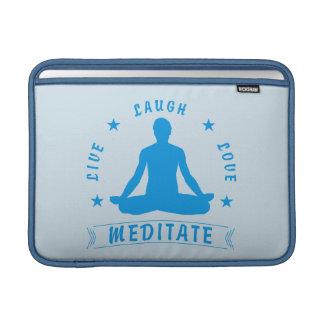 Capa De MacBook O amor vivo do riso Meditate o texto masculino