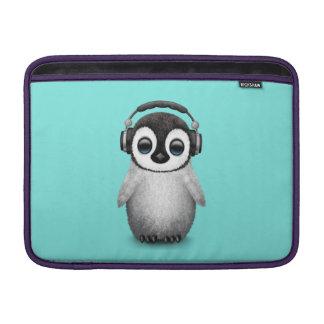 Capa De MacBook Pinguim bonito DJ do bebê que veste fones de