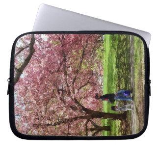 Capa De Notebook Apreciando as árvores de cereja