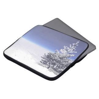 Capa De Notebook branco da árvore e da neve