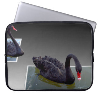 Capa De Notebook Cisnes pretas que nadam na bolsa de laptop das