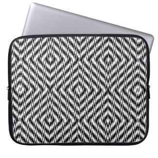 Capa De Notebook Ziguezague preto e branco