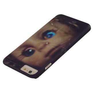 capa de telefone assombrada da boneca