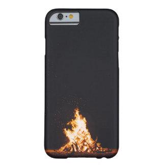 Capa de telefone da fogueira mal lá