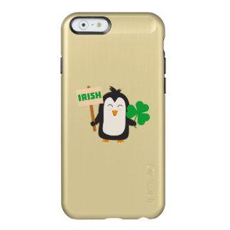 Capa Incipio Feather® Shine Para iPhone 6 Pinguim irlandês com trevo Zjib4