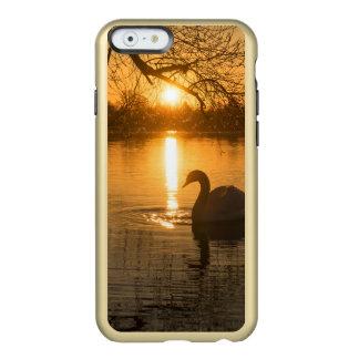 Capa Incipio Feather® Shine Para iPhone 6 Por do sol com cisne