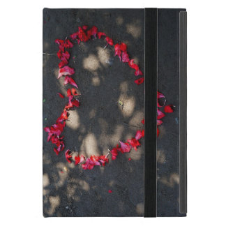 Capa iPad Mini coração feito por rosas vermelhas naturais, fundo
