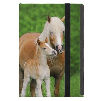 Capa iPad Mini Mãe bonito do beijo do potro dos cavalos de