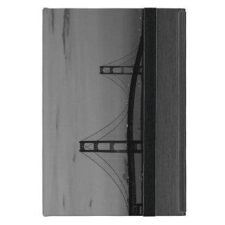 Capa iPad Mini Ponte de Mackinac no Grayscale do crepúsculo