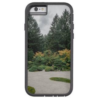 Capa iPhone 6 Tough Xtreme Relaxe em um jardim japonês
