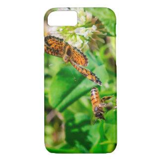 Capa iPhone 8/ 7 Abelha e borboleta
