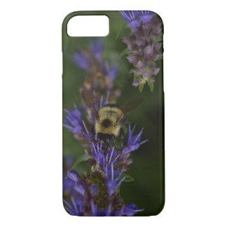 Capa iPhone 8/ 7 Abelha ocupada na flor