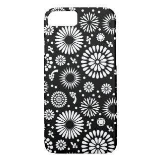 Capa iPhone 8/ 7 Boho floresce o teste padrão floral do vetor preto