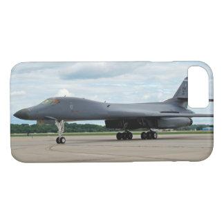 Capa iPhone 8/ 7 Bombardeiro do lanceiro de B-1B na terra