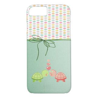 Capa iPhone 8/ 7 Botões coloridos femininos, tartarugas no amor