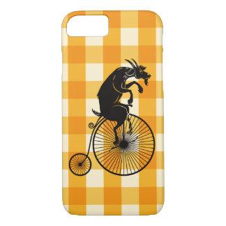 Capa iPhone 8/ 7 Cabra que monta uma bicicleta do Farthing da moeda
