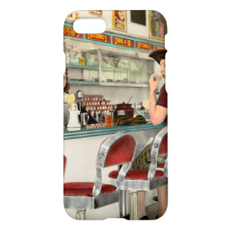 Capa iPhone 8/7 Café - o lugar frequentado local 1941