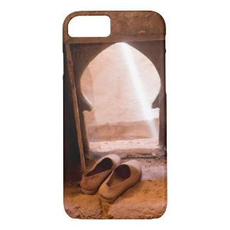 Capa iPhone 8/ 7 Calçados marroquinos na janela