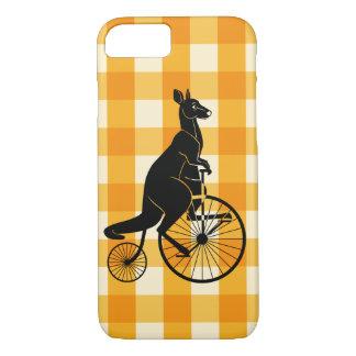 Capa iPhone 8/ 7 Canguru que monta uma bicicleta do Farthing da