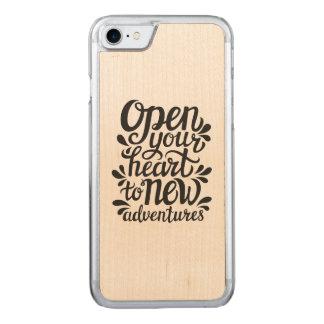 Capa iPhone 8/ 7 Carved Abra seu coração às aventuras novas