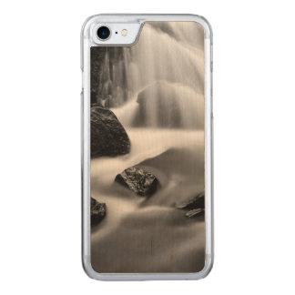 Capa iPhone 8/ 7 Carved Cachoeira de B&W, Califórnia
