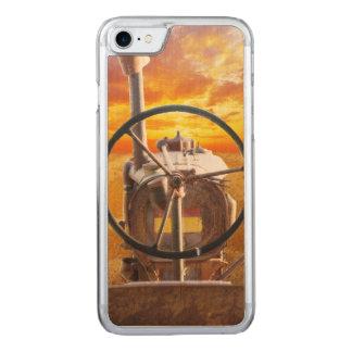 Capa iPhone 8/ 7 Carved Design do trator do por do sol