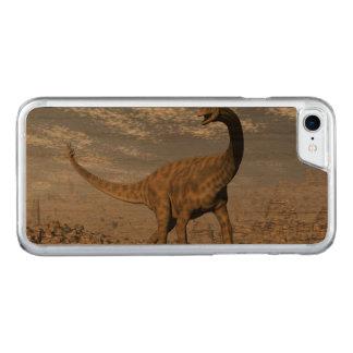 Capa iPhone 8/ 7 Carved Dinossauro de Spinophorosaurus que anda no deserto