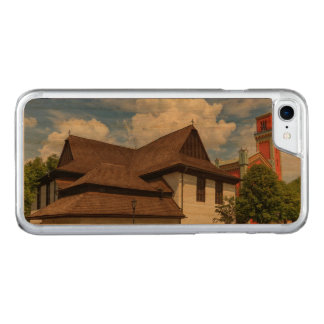 Capa iPhone 8/ 7 Carved Igreja articulaa de madeira em Kezmarok, Slovakia