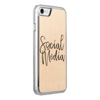 Capa iPhone 8/ 7 Carved Tipografia social dos amantes dos meios