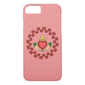 Capa iPhone 8/ 7 Claddagh e Knotwork vermelho no rosa