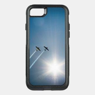 Capa iPhone 8/7 Commuter OtterBox Aviões que voam no céu azul com Sun.