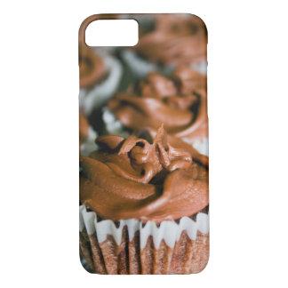 Capa iPhone 8/ 7 Cupcakes do fosco do chocolate em uma foto da