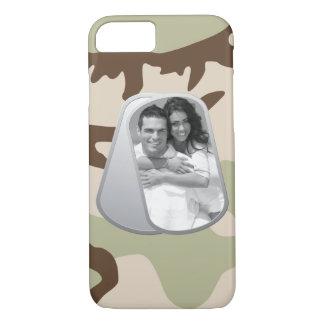 Capa iPhone 8/ 7 Dog tags e teste padrão militares da camuflagem