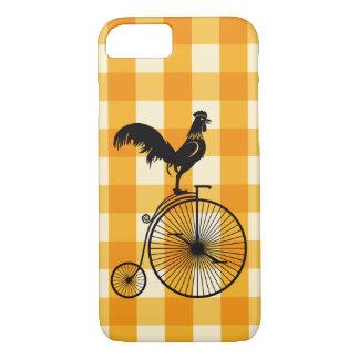 Capa iPhone 8/ 7 Galo que monta uma bicicleta do Farthing da moeda