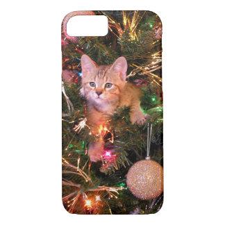 Capa iPhone 8/ 7 Gatinho do Natal na árvore. Gatinho Skylar. de Bob