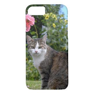 Capa iPhone 8/ 7 gato de gato malhado na jarda