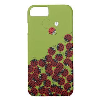 Capa iPhone 8/ 7 La Coccinelle - um lugar aglomerado no verde?