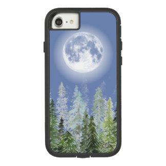Capa iPhone 8/ 7 Lua cheia brilhante sobre a floresta nórdica do